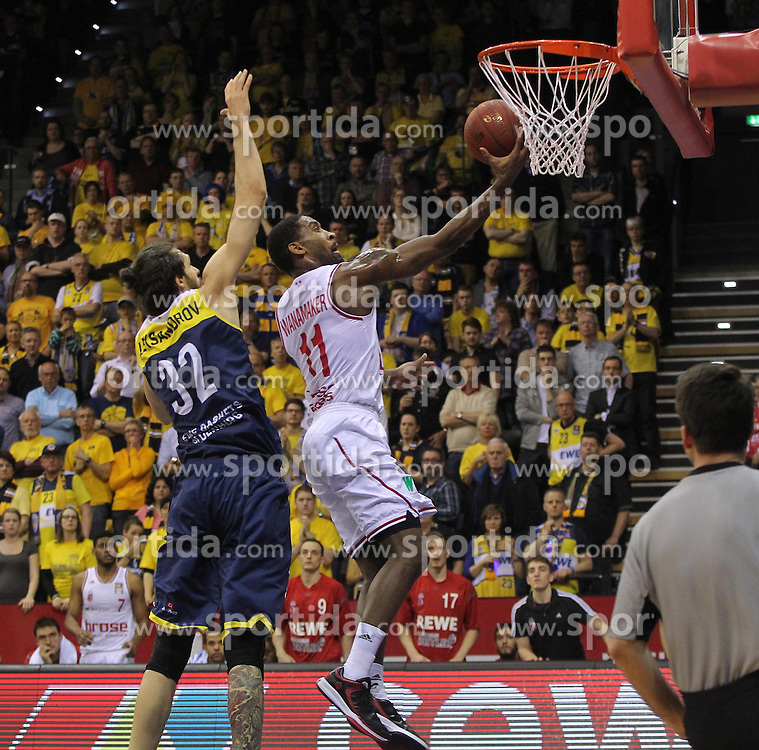 12.04.2015, Brose Arena, Bamberg, GER, Beko Basketball BL, Brose Baskets Bamberg vs EWE Baskets Oldenburg, Top Four 2015, Finale, im Bild Links Nemanja Aleksandrov ( EWE Baskets Oldenburg ) rechts Brad Wanamaker ( brose baskets Bamberg ) // during the Beko Basketball Bundes league TOP FOUR 2015 final match between Brose Baskets Bamberg and EWE Baskets Oldenburg at the Brose Arena in Bamberg, Germany on 2015/04/12. EXPA Pictures &copy; 2015, PhotoCredit: EXPA/ Eibner-Pressefoto/ Langer<br /> <br /> *****ATTENTION - OUT of GER*****