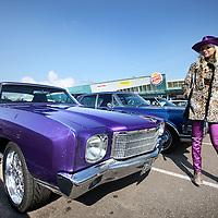 Nederland, Amsterdam , 31 maart 2013.<br /> Allerlaatste King Cruise op het Maxis terrein op de Pampusweg bij Muiden.<br /> <br /> Wendy Pothuizen showt haar oude Amerikaan aan het publiek.<br /> Meeting of oldtimers and their owners.