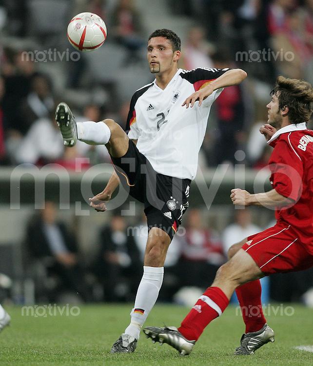 Fussball Stadioneroeffnung Allianz Arena Muenchen FC Bayern Muenchen 4-2 Deutsche National Mannschaft Kevin Kuranyi (GER) am Ball