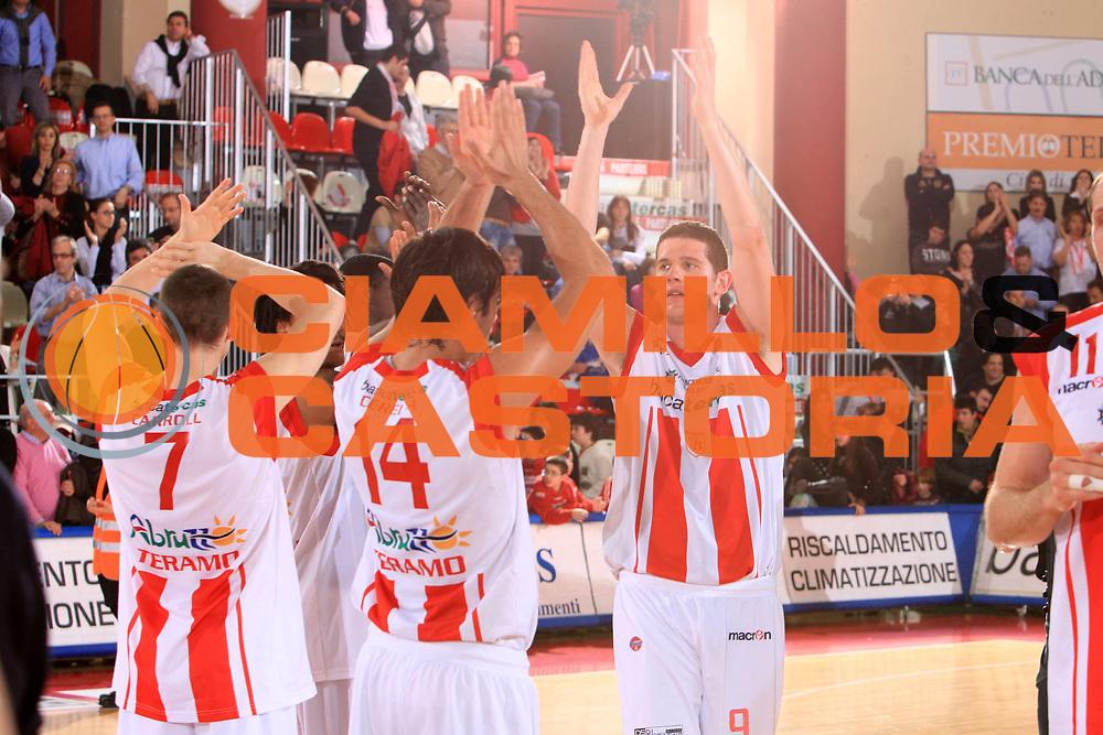 DESCRIZIONE : Teramo Lega A 2008-09 Bancatercas Teramo Solsonica Rieti<br /> GIOCATORE : Valerio Amoroso<br /> SQUADRA : Bancatercas Teramo <br /> EVENTO : Campionato Lega A 2008-2009 <br /> GARA : Bancatercas Teramo Solsonica Rieti<br /> DATA : 29/03/2009 <br /> CATEGORIA : esultanza<br /> SPORT : Pallacanestro <br /> AUTORE : Agenzia Ciamillo-Castoria/M.Carrelli<br /> Galleria : Lega Basket A1 2008-2009 <br /> Fotonotizia : Campionato Italiano Lega A 2008-2009 Bancatercas Teramo Solsonica Rieti<br /> Predefinita :
