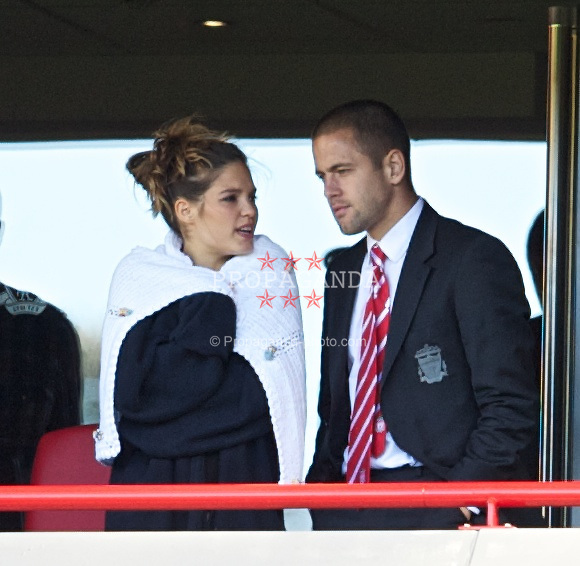 LIVERPOOL, ENGLAND - Sunday, August 29, 2010: Liverpool's Joe Cole and wife Carly see their side take on West Bromwich Albion during the Premiership match at Anfield. (Photo by David Rawcliffe/Propaganda)