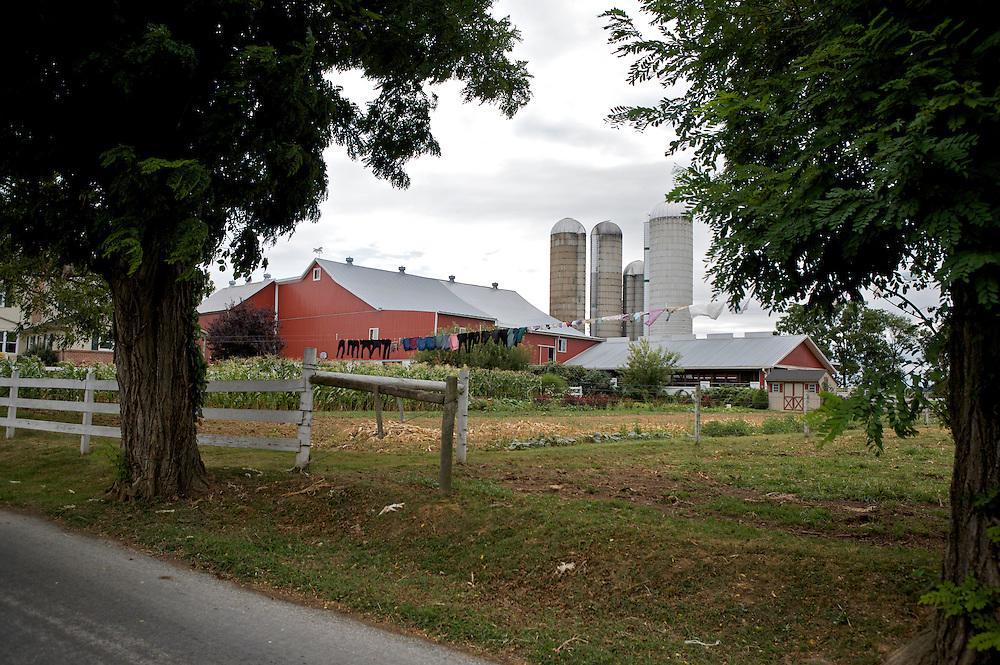 UNITED STATES-LANCASTER COUNTY Farm. PHOTO GERRIT DE HEUS. VERENIGDE STATEN-LANCASTER COUNTY-Een volle waslijn bij een Amish boerderij. PHOTO COPYRIGHT GERRIT DE HEUS
