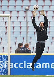Goalkeeper Samir Handanovic of Udinese during football match between Udinese Calcio and Palermo in 8th Round of Italian Seria A league, on October 24, 2010 at Stadium Friuli, Udine, Italy.  Udinese defeated Palermo 2 - 1. (Photo By Vid Ponikvar / Sportida.com)