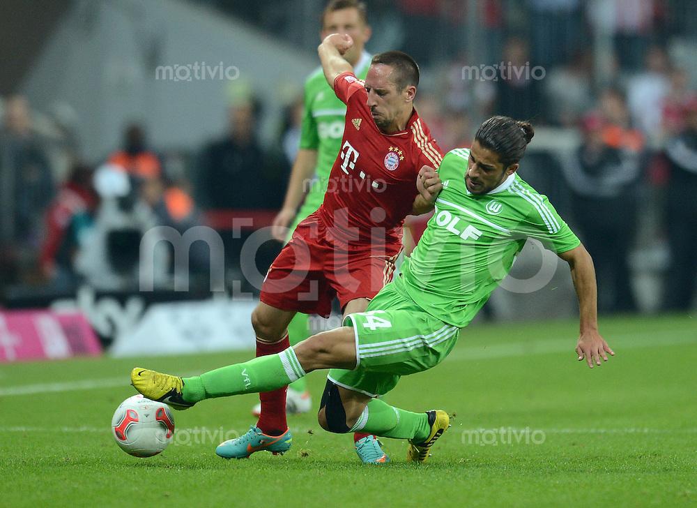 FUSSBALL   1. BUNDESLIGA  SAISON 2012/2013   5. Spieltag FC Bayern Muenchen - VFL Wolfsburg    25.09.2012 Franck Ribery (li, FC Bayern Muenchen) gegen Ricardo Rodriguez (VfL Wolfsburg)