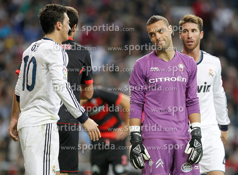 20.10.2012, Estadio Santiago Bernabeu, Madrid, ESP, Primera Division, Real Madrid vs Celta de Vigo, 8. Runde, im Bild Celta de Vigo's Sergio Herrera reacts to Real Madrid's Mesut Özil // during the Spanish Primera8ivision 8th round match between Real Madrid CF and Celta de Vigo at the Estadio Santiago Bernabeu, Madrid, Spain on 2012/10/20. EXPA Pictures © 2012, PhotoCredit: EXPA/ Alterphotos/ Alvaro Hernandez..***** ATTENTION - OUT OF ESP and SUI *****