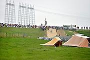 Nederland, Nijmegen, 15-7-2014Op de Wedren starten om 4 uur de eerste lopers van de 4 daagse. Via de Waalbrug en Lent (foto) ging het naar de Betuwe en via de Oosterhoutsedijk weer terug. Het was goed wandelweer, dus dit stuk dijk hoefde haar rampzalige  reputatie uit 2006 niet waar te maken. De vierdaagsecamping, camping, een tijdelijke camping voor de duur van de 4daagse.The International Four Day Marches Nijmegen, or Vierdaagse, is the largest marching event in the world. It is organised every year in Nijmegen in mid-July as a means of promoting sport and exercise. Participants walk 30, 40 or 50 kilometers daily, and, on completion, receive a royally approved medal, Vierdaagsekruis. The participants are mostly civilians, but there are also a few thousand military participants. The vierdaagse, Dutch for Four day Event, is an annual walk that has taken place since 1909, being based at Nijmegen since 1916.Foto: Flip Franssen/Hollandse Hoogte
