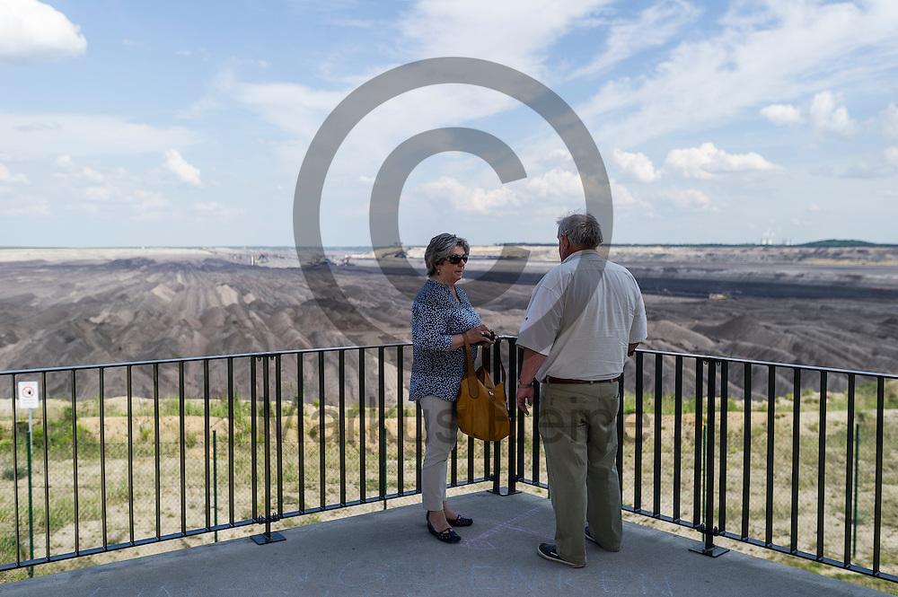 Zwei Touristen stehen am 12.05.2016 an einer Aussichtsplattform des Braunkohletagebau Welzow-S&uuml;d bei Welzow, Deutschland. &Uuml;ber das Pfingstwochenende wollen mehrere Tausend Aktivisten den Braunkohlentagebau  blockieren um gegen die Nutzung von fossilen Brennstoffen zu protestieren. Foto: Markus Heine / heineimaging<br /> <br /> ------------------------------<br /> <br /> Ver&ouml;ffentlichung nur mit Fotografennennung, sowie gegen Honorar und Belegexemplar.<br /> <br /> Bankverbindung:<br /> IBAN: DE65660908000004437497<br /> BIC CODE: GENODE61BBB<br /> Badische Beamten Bank Karlsruhe<br /> <br /> USt-IdNr: DE291853306<br /> <br /> Please note:<br /> All rights reserved! Don't publish without copyright!<br /> <br /> Stand: 05.2016<br /> <br /> ------------------------------<br /> <br /> ------------------------------<br /> <br /> Ver&ouml;ffentlichung nur mit Fotografennennung, sowie gegen Honorar und Belegexemplar.<br /> <br /> Bankverbindung:<br /> IBAN: DE65660908000004437497<br /> BIC CODE: GENODE61BBB<br /> Badische Beamten Bank Karlsruhe<br /> <br /> USt-IdNr: DE291853306<br /> <br /> Please note:<br /> All rights reserved! Don't publish without copyright!<br /> <br /> Stand: 05.2016<br /> <br /> ------------------------------