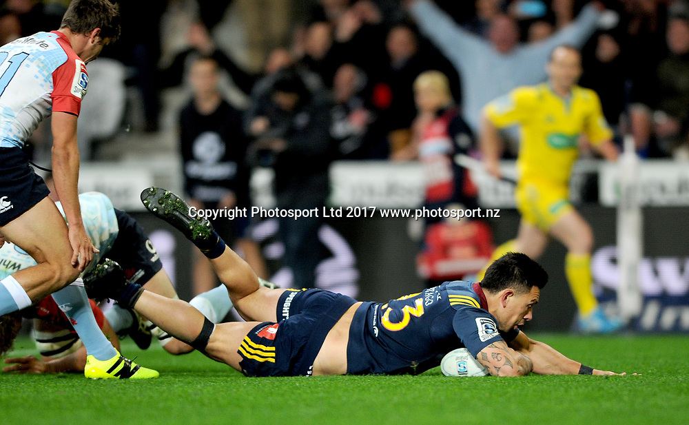 Rob Thompson of the Highlanders scores a try, during the Super Rugby match between the Highlanders and the Waratahs, held at Forsyth Barr Stadium, Dunedin, New Zealand, on the 27th May 2017. Credit: Joe Allison / www.photosport.nz