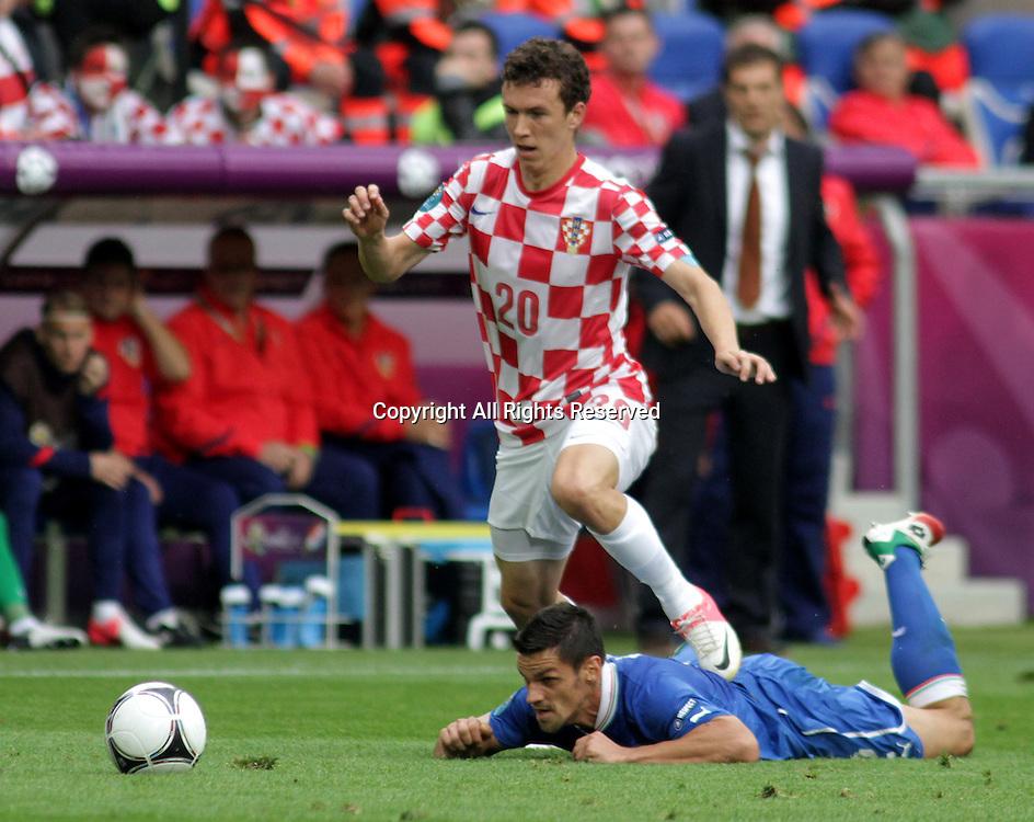 14.06.2012. Poznan, Poland.  EURO 2012, FOOTBALL EUROPEAN CHAMPIONSHIP, Italy versus Croatia.  CHRISTIAN MAGGIO (ITA)  , IVAN PERISIC (CRO)  The game ended in a 1-1- draw.