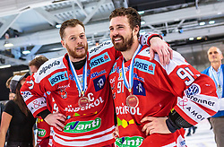 20.04.2018, Eisarena, Salzburg, AUT, EBEL, EC Red Bull Salzburg vs HCB Suedtirol Alperia, Finale, 7. Spiel, im Bild Alexander Egger (HC Bozen), Michael Halmo (HC Bozen) // during the Erste Bank Icehockey 7th final match between EC Red Bull Salzburg and HCB Suedtirol Alperia at the Eisarena in Salzburg, Italy on 2018/04/20. EXPA Pictures © 2018, PhotoCredit: EXPA/ JFK