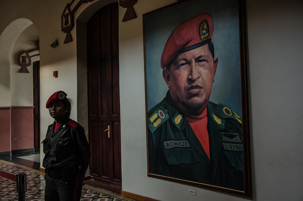 CARACAS, VENEZUELA - JANUARY 10, 2016: A soldier watches the changing of the guard at the tomb of late president Hugo Chávez at the Cuartel de la Montaña in 23 de Enero. Chávez, a controversial and charismatic, Socialist leader with tens of thousands of devout followers, died on March 5, 2013. His tomb is guarded by the Presidential Honor Guard Brigade and receives dozens of visitors daily.  PHOTO: Meridith Kohut for The New York Times // For Nick Casey's diary post #7 (Venblog7 – Tomb of Chavez)