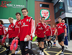 NEWPORT, WALES - Wednesday, September 24, 2014: Wales players before a training session at Dragon Park ahead of the Under-16's International Friendly match against France. Sam Phillips. (Pic by David Rawcliffe/Propaganda)