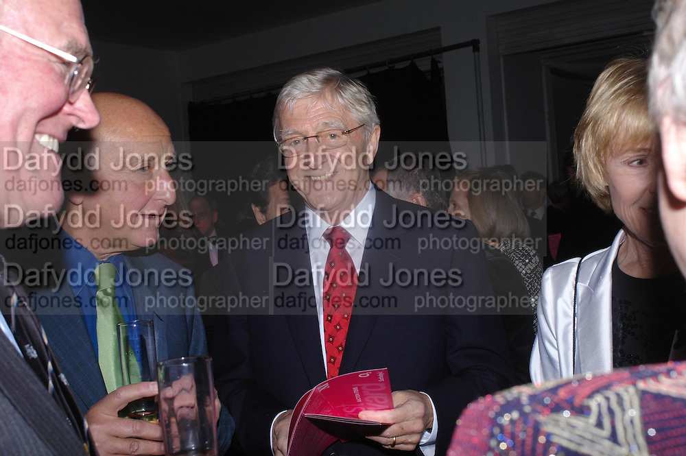 Michael Parkinson. Moet champagne reception, FAST FORWARD - a fundraising event for the National Theatre,  The former Saatchi Gallery, London NW8. 24 February 2005. ONE TIME USE ONLY - DO NOT ARCHIVE  © Copyright Photograph by Dafydd Jones 66 Stockwell Park Rd. London SW9 0DA Tel 020 7733 0108 www.dafjones.com