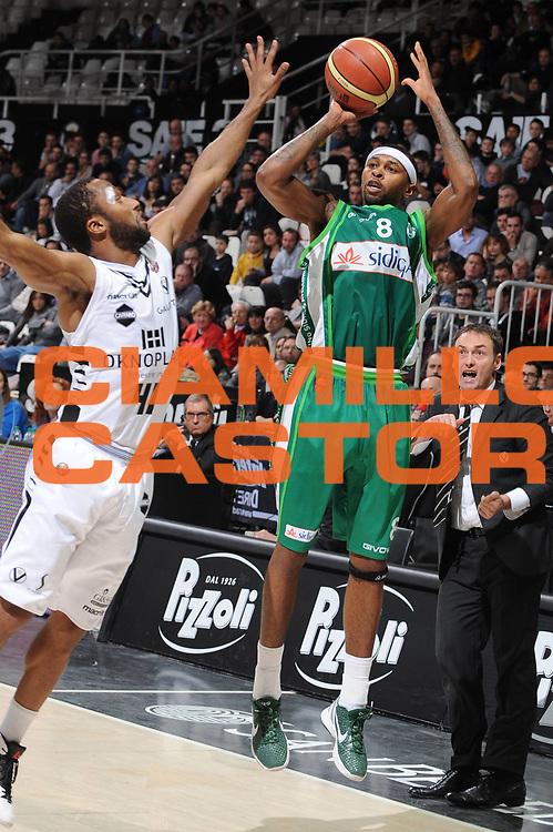 DESCRIZIONE : Bologna Lega A 2012-13 Oknoplast Virtus Bologna Sidigas Avellino<br /> GIOCATORE : Jeremy Richardson<br /> CATEGORIA : tiro<br /> SQUADRA : Sidigas Avellino<br /> EVENTO : Campionato Lega A 2012-2013 <br /> GARA : Oknoplast Virtus Bologna Sidigas Avellino<br /> DATA : 27/03/2013<br /> SPORT : Pallacanestro <br /> AUTORE : Agenzia Ciamillo-Castoria/M.Marchi<br /> Galleria : Lega Basket A 2012-2013  <br /> Fotonotizia : Bologna Lega A 2012-13 Oknoplast Virtus Bologna Sidigas Avellino Predefinita :