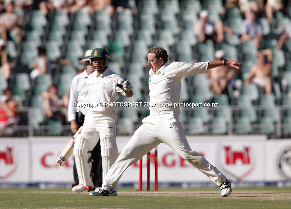 South Africa v New Zealand. International cricket 1st Test. Iain O'Brien stops the ball to save a few runs at the New Wanderers Stadium, Johannesburg, South Africa. Saturday 10 November 2007. Photo: Ron Gaunt/PHOTOSPORT