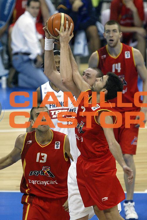 DESCRIZIONE : Belgrado Belgrade Eurobasket Men 2005 Francia Spagna<br /> GIOCATORE : Julian Navarro<br /> SQUADRA : Francia France Spagna Spain<br /> EVENTO : Eurobasket Men 2005 Campionati Europei Uomini 2005<br /> GARA : Francia Spagna France Spain<br /> DATA : 25/09/2005<br /> CATEGORIA :<br /> SPORT : Pallacanestro<br /> AUTORE : Ciamillo&amp;Castoria/Fiba Europe Pool