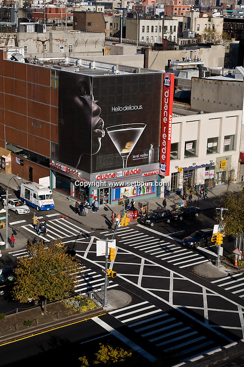 New York. elevated view on Lower east side , general view on the trendy area; delancey street, rivington street /  Lower east side vue generale sur le quartier tendance branche de New York Manhattan - Etats unis