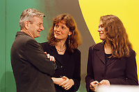 06.03.1999, Deutschland/Erfurt:<br /> Joschka Fischer, B90/Grüne, Bundesaußenminister, Gunda Röstel, Antje Radcke, Sprecherinnen der Bundesvorstandes B90/Grüne, unterhalten sich, auf dem Bundesdelegiertenkonferenz von Bündnis 90/Die Grünen, Messe, Erfurt<br /> IMAGE: 19990306-01/04-06<br /> KEYWORDS: Parteitag, party congress, Gunda Roestel