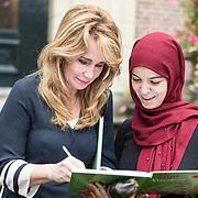 NLD/Baarn/20171010 - Laurentien aanwezig bij Dag van de Duurzaamheid, Helga van Leur signeert boek