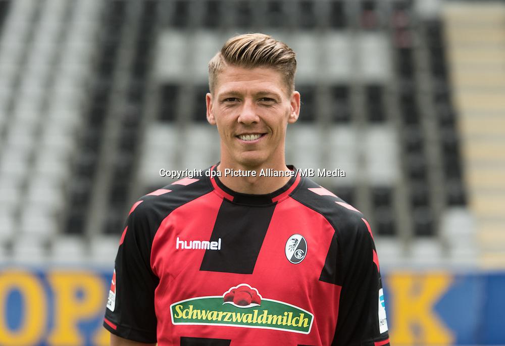 German Bundesliga - Season 2016/17 - Photocall SC Freiburg on 5 August 2016 in Freiburg, Germany: Mike Frantz. Photo: Patrick Seeger/dpa | usage worldwide