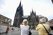 Duitsland, Keulen, 9-8-2009Toeristen maken een foto van de Keulse Dom.Foto: Flip Franssen/Hollandse Hoogte