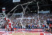 DESCRIZIONE : Pesaro Lega A 2011-12 Scavolini Siviglia Pesaro EA7 Emporio Armani Milano Semifinali Play off gara 4<br /> GIOCATORE : tifosi<br /> CATEGORIA : curva tifosi<br /> SQUADRA : Scavolini Siviglia Pesaro<br /> EVENTO : Campionato Lega A 2011-2012 Semifinale Play off gara 4<br /> GARA : Scavolini Siviglia Pesaro EA7 Emporio Armani Milano<br /> DATA : 04/06/2012<br /> SPORT : Pallacanestro <br /> AUTORE : Agenzia Ciamillo-Castoria/C.De Massis<br /> Galleria : Lega Basket A 2011-2012  <br /> Fotonotizia : Pesaro Lega A 2011-12 Scavolini Siviglia Pesaro EA7 Emporio Armani Milano Semifinale Play off gara 4<br /> Predefinita :