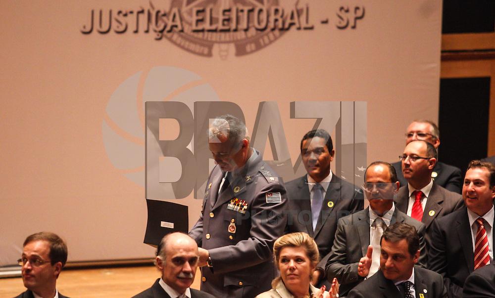ATENCAO EDITOR IMAGEM EMBARGADA PARA VEICULOS INTERNACIONAIS - SAO PAULO, SP, 19 DEZEMBRO 2012 - DIPLOMACAO MUNICIPAL SAO PAULO - O CoronelTelhada durante audiência para diplomação do prefeito Fernando Haddad, a vice, e os 55 vereadores eleitos na cidade de São Paulo, em cerimônia realizada na Sala São Paulo, na Praça Júlio Prestes, no Bairro Santa Cecília em São Paulo (SP), nesta quarta-feira (19). O juiz da 1ª Zona Eleitoral, Henrique Harris Junior, presidiu a audiência. (FOTO: WILLIAM VOLCOV / BRAZIL PHOTO PRESS).