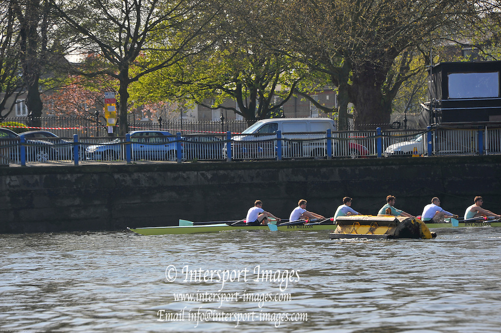 London, UK,  2014 Varsity, Annual Tideway Week. CUBC, Cambridge University Boat Club, Blue Boat, paddle past the Black Buoy, at the end of their training outing. Mike THORP (bow), Luke JUCKETT (2), Ivo DAWKINS (3), Steve DUDEK (4), Helge GRUETJEN (5), Matthew JACKSON (6). 09:32:19  Tuesday  01/04/2014  : [Mandatory Credit Intersport Images]