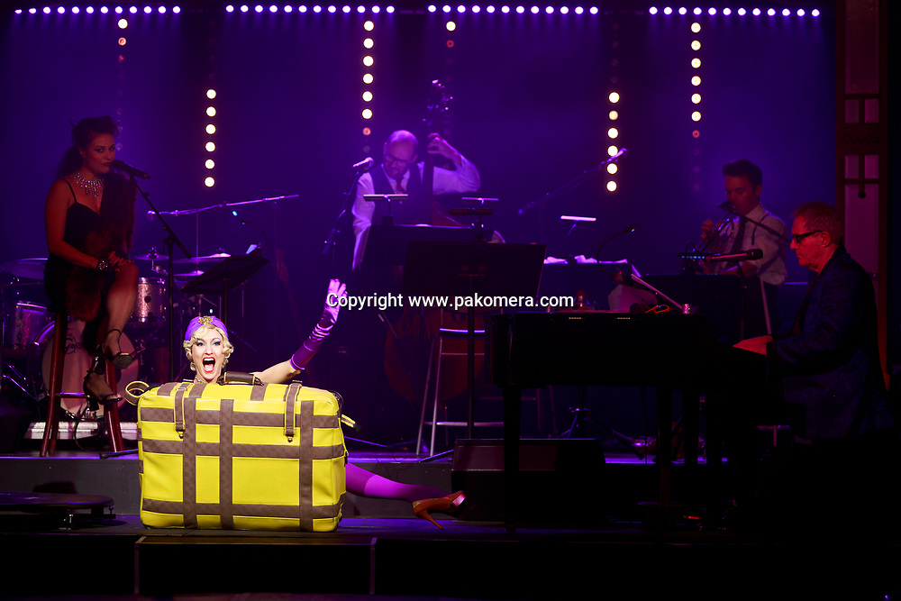 "Edinburgh, Scotland 21st November 2017.  press call of ""La Clique Noël"" will be performed during Edinburgh's Christmas at  Festival Square Spiegeltent, Lothian Road. Pictured: Leah Suitcase. Pako Mera."