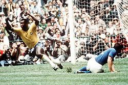 PELE CELEBRATES.CELEBRATION.WORLD CUP FINAL BRAZIL V ITALY 1970.SOCCER.1970