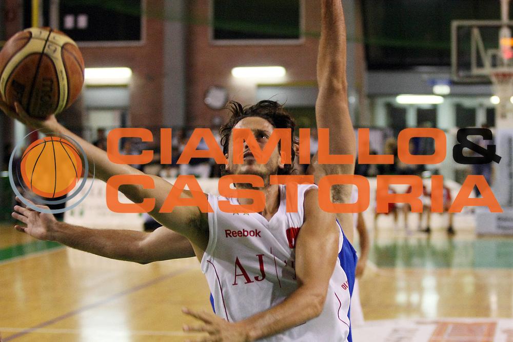 DESCRIZIONE : Casale Monferrato Lega A 2009-10 Basket Amichevole Fastweb Casale Monferrato Armani Jeans Milano<br /> GIOCATORE : Marco Mordente<br /> SQUADRA : Armani Jeans Milano<br /> EVENTO : Campionato Lega A 2009-2010 <br /> GARA : Fastweb Casale Monferrato Armani Jeans Milano<br /> DATA : 12/09/2009<br /> CATEGORIA : Tiro<br /> SPORT : Pallacanestro <br /> AUTORE : Agenzia Ciamillo-Castoria/G.Cottini