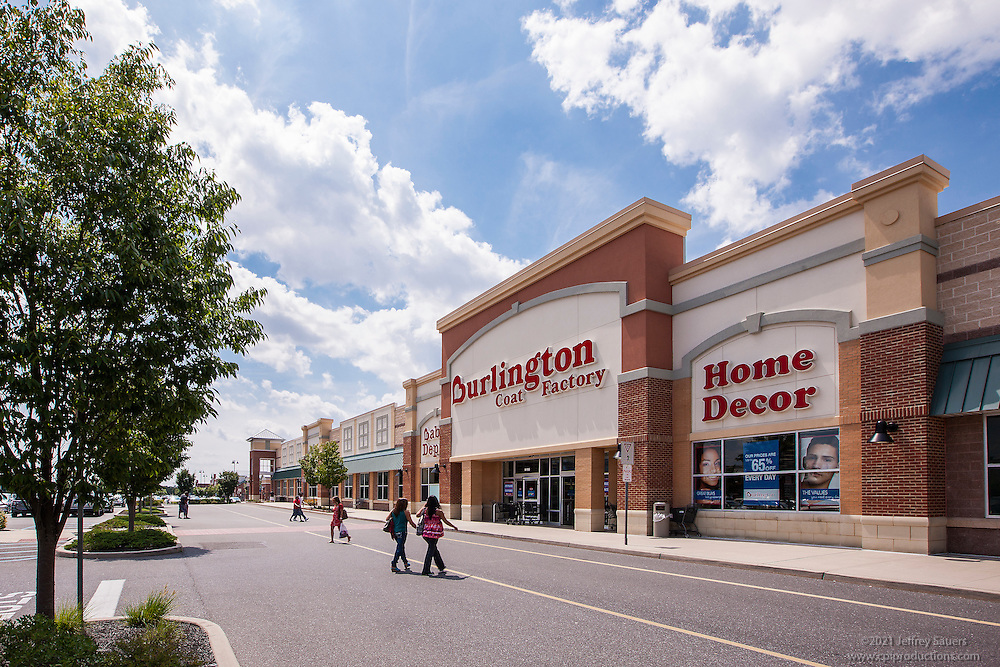 Retail exterior image of Shoppes at Cinnaminson in New Jersey by Jeffrey Sauers of Commercial Photographics