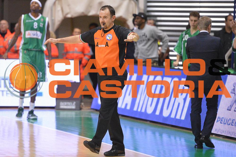 DESCRIZIONE : Siena Lega A 2012-13 Montepaschi Siena Sidigas Avellino<br /> GIOCATORE : arbitro<br /> CATEGORIA : curiosita mani<br /> SQUADRA : <br /> EVENTO : Campionato Lega A 2012-2013 <br /> GARA :  Montepaschi Siena Sidigas Avellino<br /> DATA : 03/12/2012<br /> SPORT : Pallacanestro <br /> AUTORE : Agenzia Ciamillo-Castoria/GiulioCiamillo<br /> Galleria : Lega Basket A 2012-2013  <br /> Fotonotizia : Siena Lega A 2012-13 Montepaschi Siena Sidigas Avellino<br /> Predefinita :