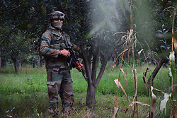 August 26, 2017 - Pulwama, India - Indian army take position near the site of the gunfight at the district police lines in Pulwama, about 30km south of Srinagar. (Credit Image: © Abbas Idrees/Pacific Press via ZUMA Wire)