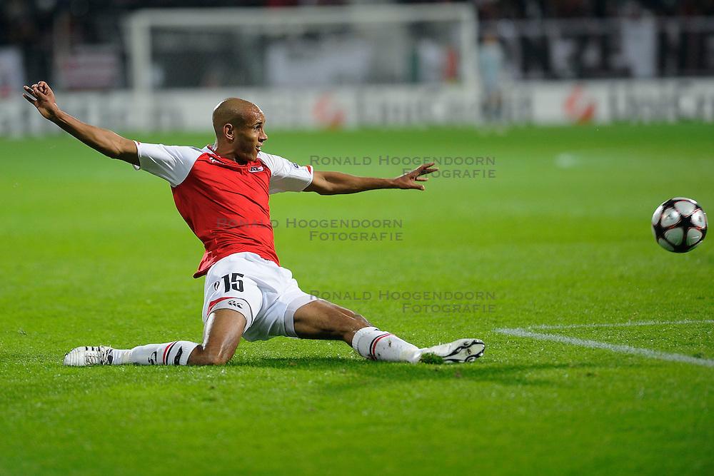 20-10-2009 VOETBAL: AZ - ARSENAL: ALKMAAR<br /> AZ in slotminuut naast Arsenal 1-1 / Simon Poulsen<br /> &copy;2009-WWW.FOTOHOOGENDOORN.NL