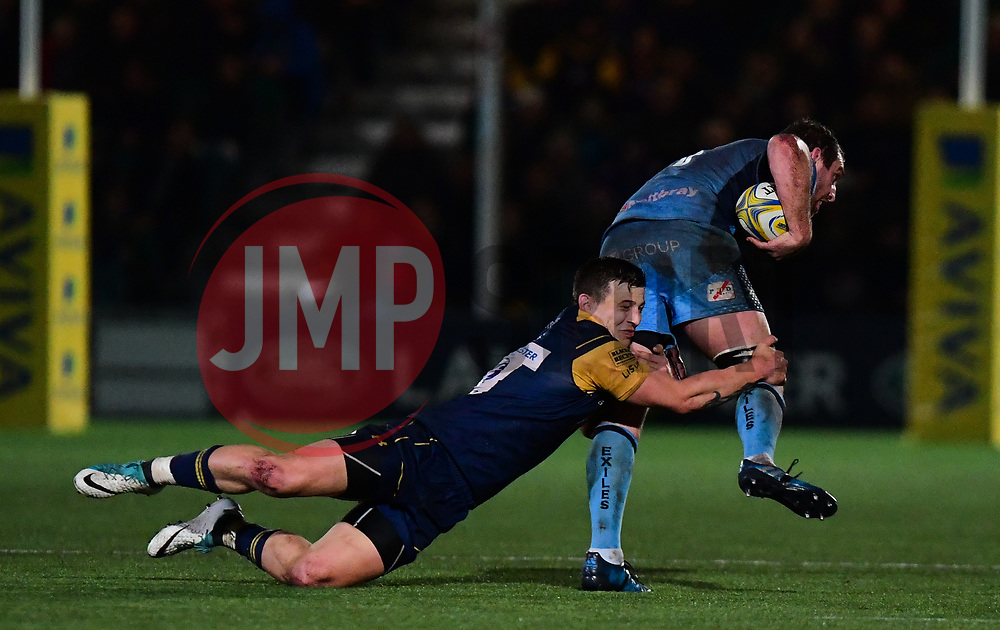 Ryan Mills of Worcester Warriors tackles Mike Coman of London Irish - Mandatory by-line: Alex Davidson/JMP - 22/12/2017 - RUGBY - Sixways Stadium - Worcester, England - Worcester Warriors v London Irish - Aviva Premiership