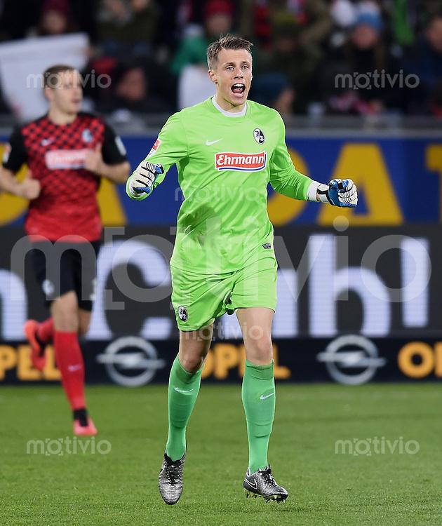 Fussball  2. Bundesliga  Saison 2015/2016  27. Spieltag SC Freiburg - Karslruher SC        13.12.2015 Alexander Schwolow (SC Freiburg) jubelt