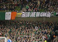 Fussball International, Nationalmannschaft   EURO 2012 Play Off, Qualifikation, Irland - Estland 15.11.2011 Irische Fans feiern die Qualifikation fuer die EM 2012 in Polen und der Ukraine mit einem Transparent fuer Ihren Kapitaen Robbie Keane