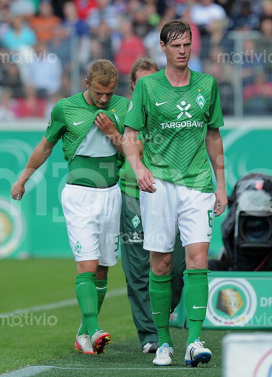 FUSSBALL   DFB POKAL   SAISON 2011/2012  1. Hauptrunde      30.07.2011 1. FC Heidenheim - SV Werder Bremen Tim Borowski (re, SV Werder Bremen) und  Lennart Thy (SV Werder Bremen)  enttaeuscht