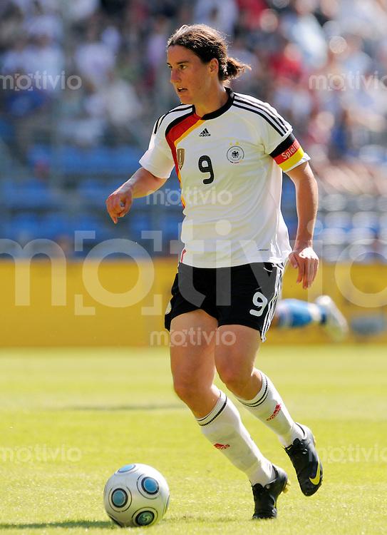 Fussball    Testspiel   International   Frauen Nationalmannschaft      29.07.2009  Deutschland - Japan Birgit PRINZ (GER), Einzelaktion am Ball.