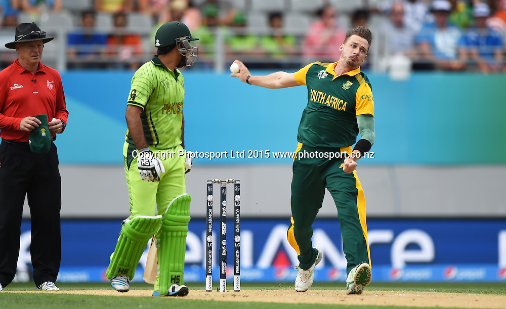 Dale Steyn bowling during the ICC Cricket World Cup 2015 match between South Africa and Pakistan at Eden Park, Auckland. Saturday 7 March 2015. Copyright Photo: Andrew Cornaga / www.Photosport.co.nz