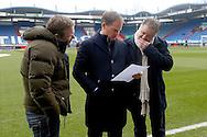 06-03-2016 VOETBAL:WILLEM II-AJAX:TILBURG<br /> Trainer/Coach Frank de Boer van Ajax bekijkt de opstellingen samen met Frank Snoeks (R)<br /> <br /> Foto: Geert van Erven