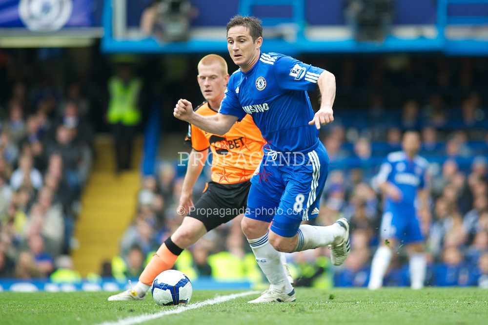 LONDON, ENGLAND - Sunday, May 9, 2010: Chelsea's Frank Lampard and Wigan Athletic's Ben Watson in action during the final Premiership match of the season at Stamford Bridge. (Pic by Gareth Davies/Propaganda)