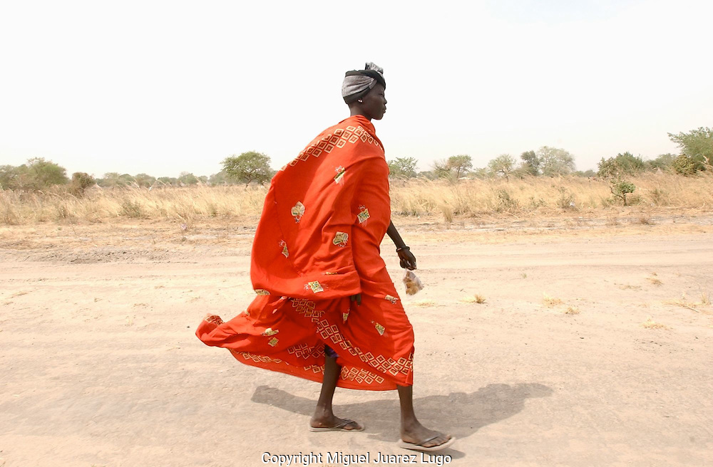 A woman on a traditional Nuer dress, walks in the town of Ayod, consider the origin of the Revolution, days after the celebration of the Referendum of South Sudan for independence. (PHOTO: MIGUEL JUAREZ LUGO).