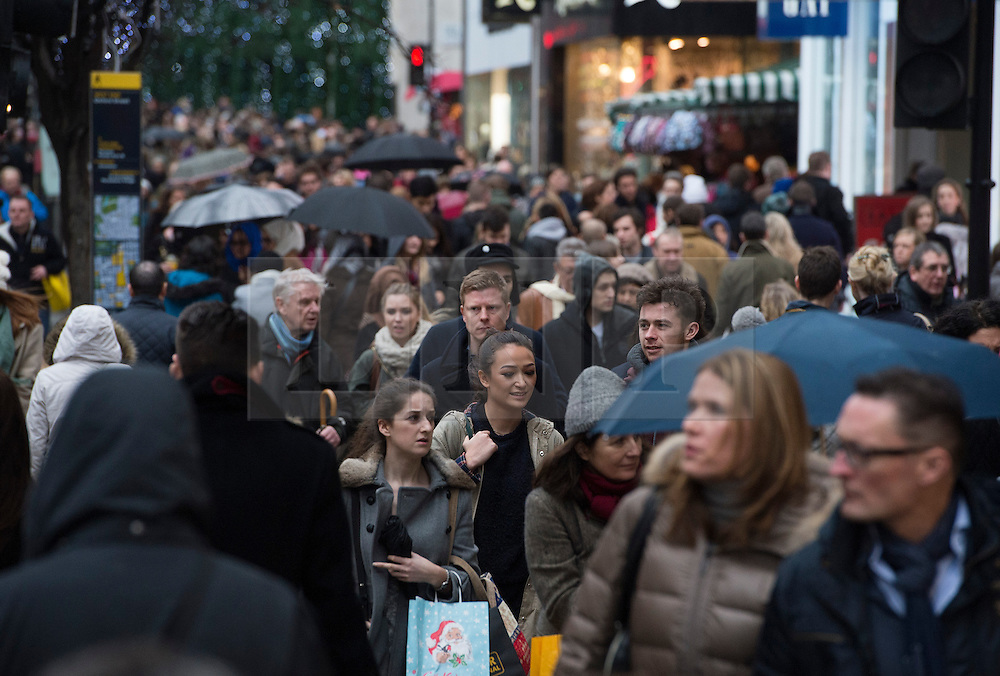 © London News Pictures. 21/12/2013 . London, UK.  Christmas shoppers on Oxford Street, central London on 21 December, the busiest shopping day of the year. Photo credit : Ben Cawthra/LNP