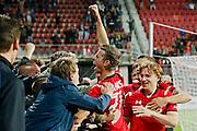 ALKMAAR - 27-08-15, Europa League,  2e voorronde,  AZ  - Astra GiurGiu, AFAS Stadion, 2-0, AZ speler Robert Muhren juicht nadat hij de 2-0 heeft gescoord, AZ speler Guus Hupperts (r), juichen.