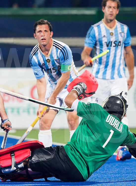 RAIPUR (India) -  Pedro Ibarra (Arg) with right , goalie Juan Vivaldi (Arg). Hockey World League Final  men (Quarterfinals)  .  Argentina v Belgium (1-2)  . (Arg).   © WSP / Koen Suyk