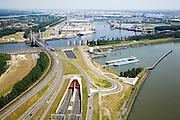 Nederland, Rotterdam, Europoort, 04-07-2006; Calandbrug en Calandtunnel, richting Rozenburg; de brug vormde een belangrijk knelpunt voor het verkeer, vandaar de bouw van de (toekomstige naam) Thomassentunnel; verkeer en vervoer, havens Rotterdam, economie..Calandbrug( Bridge) and Caland Tunne in the direction of Rozenburg, the bridge was a major bottleneck for traffic, hence the construction of the (future name) Thomassen Tunnel..luchtfoto (toeslag); aerial photo (additional fee required); .foto Siebe Swart / photo Siebe Swart