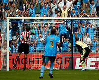 Photo: Ed Godden.<br /> Coventry City v Sunderland. Coca Cola Championship. 06/08/2006. Sunderland keeper, Ben Alnwick watches as the ball goes in his net for Coventry.s first goal. Scored by Stern John.