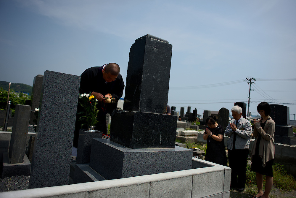 May 27, 2013 - Ishinomaki, Japan: A family attend a religious ceremony, at local cemetery in Ishinomaki, in memory of a relative who lost his life during the  devastating tsunami that hit the east coast of Japan in 2011. (Paulo Nunes dos Santos)